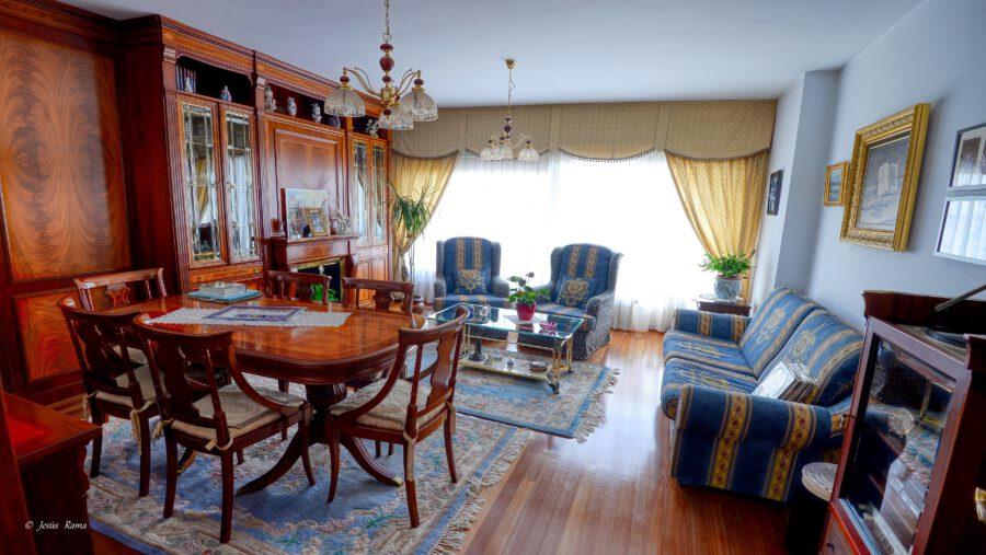 Casa unifamiliar en pleno centro de Santa Cruz con todos los servicios y a tan solo 50 m de la playa y el castillo